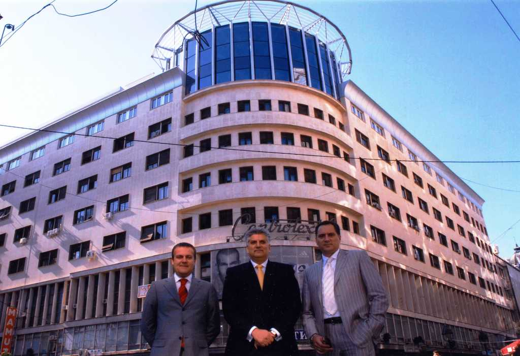 Tahir Hasanovic sa Dejanom Pavlovicem i Draganom Peicem, zgrada Centrotekstila