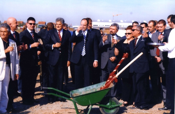 Tahir Hasanovic na polaganju kamena temeljca fabrike Don kafa u Šimanovcima. Ambasador Izraela Jafa Ben Ari